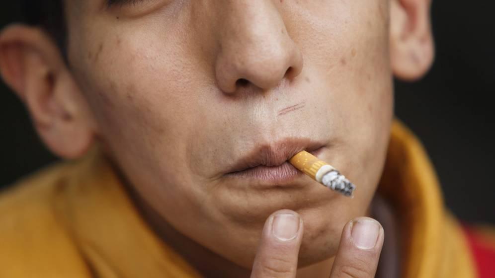 Foto: Fumar en la adolescencia daña las arterias (EFE/Sashenka Gutiérrez)