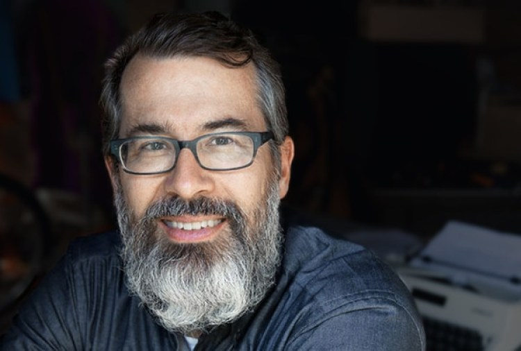 """Michael Erard hizo la primera encuesta mundial de hiperpolíglotas y les dedicó su libro """"Babel No More"""". Cree quesus redes neuronales tienen características especiales. (michaelerard.com)"""