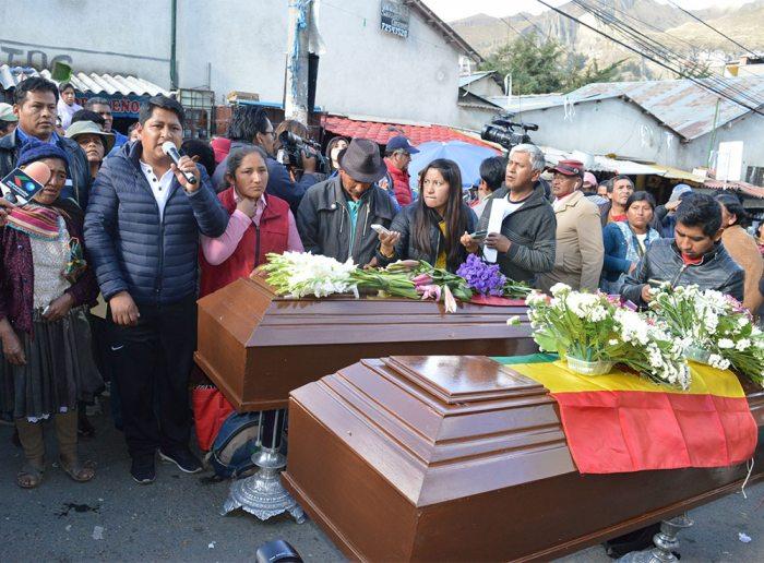 LOS YUNGAS LLORA LA MUERTE DE DOS COMUNARIOS Y EXIGEN RENUNCIA DE MORALES.