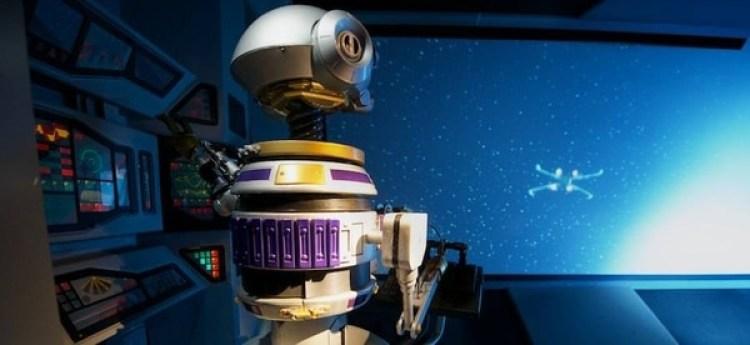 RX-24 en su nuevo rol, será el DJ residente en la cantina de Oga.