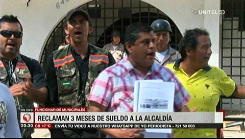 Funcionarios municipales reclaman tres meses de sueldo a la Alcaldía cruceña