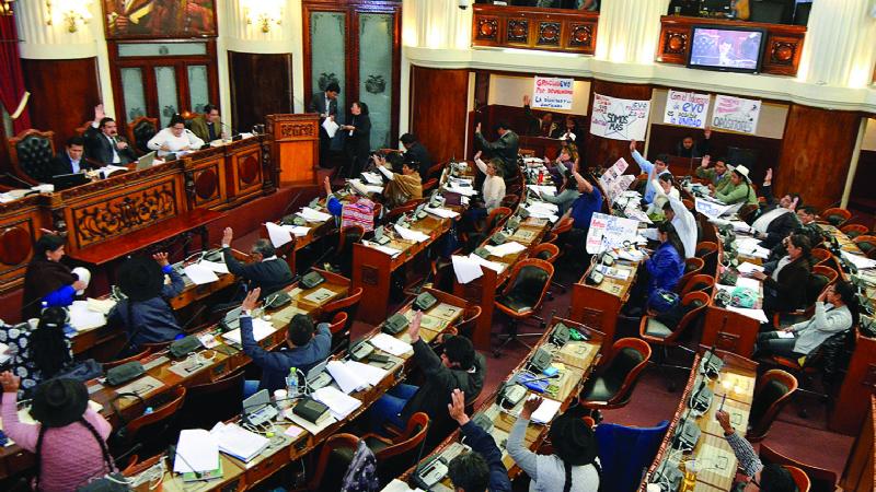PGE sube en 1,8% y autoriza a empresas públicas más deuda
