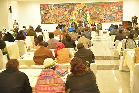 La reunión del presidente Evo Morales con los legisladores del MAS.