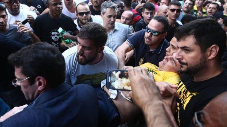 El momento en que Jair Bolsonaro es atacado por un desconocido en pleno acto en Mina Geráis