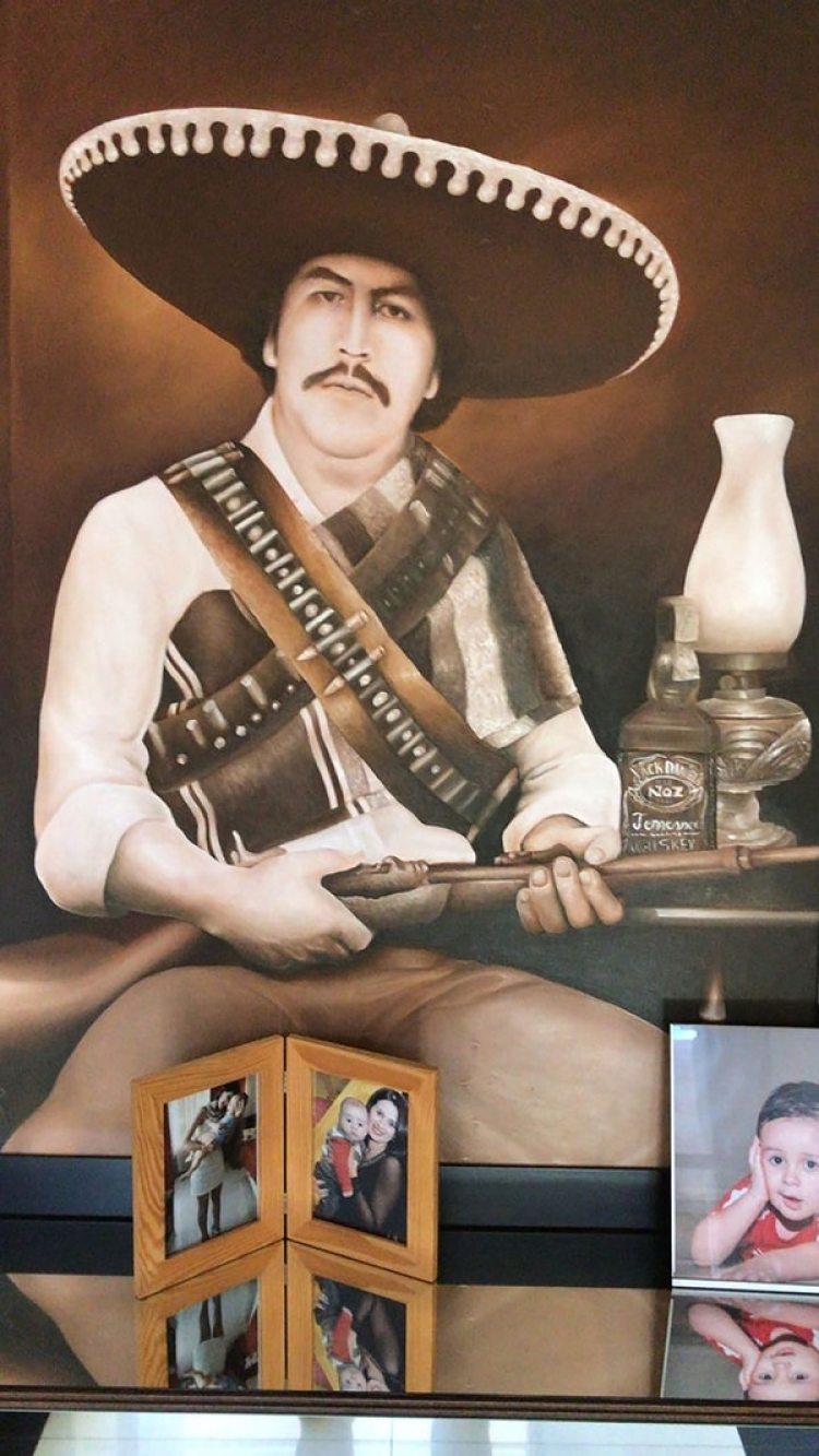En una de las casas encontraron un cuadro de Pablo Escobar