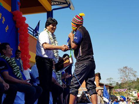 El presidente Evo Morales en la entrega de una infraestructura deportiva en la localidad de Ivirgarzama, Cochabamba.