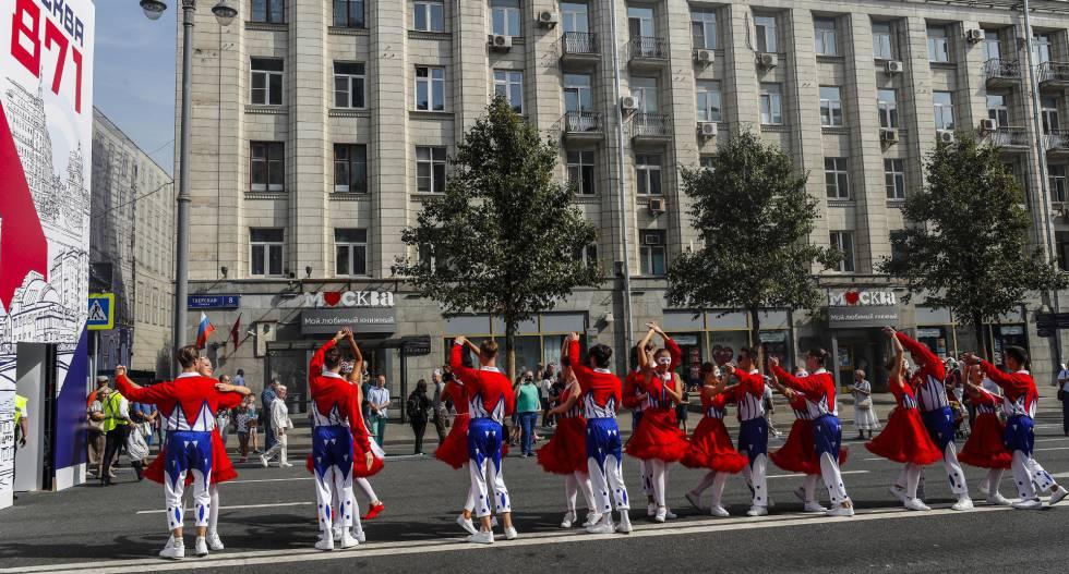 Unos artistas, este sábado durante la celebración del Día de la Ciudad en Moscú.