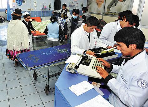 Atención en el hospital de Clínicas de La Paz. Foto: Archivo La Razón