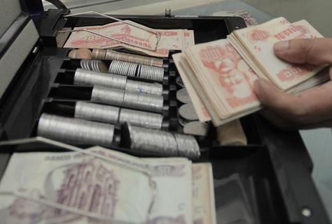 Billetes y monedas. Foto: archivo La Razón