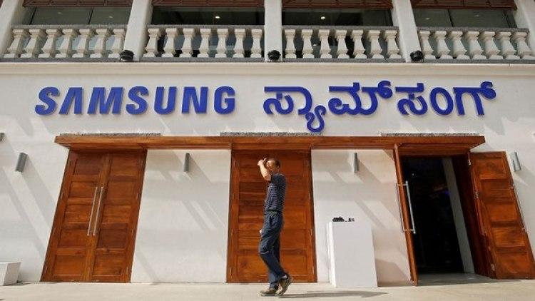 """""""Estas tiendas (…) realmente nos ayudarán a consolidar aún más nuestra participación (de mercado) a medida que avanzamos"""", dijo Singh, vicepresidente senior de negocios móviles de Samsung India"""
