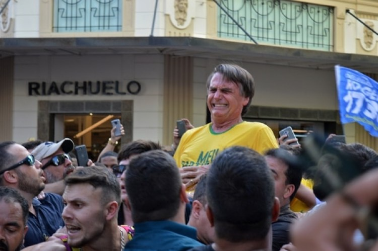 El momento del ataque contra Bolsonaro