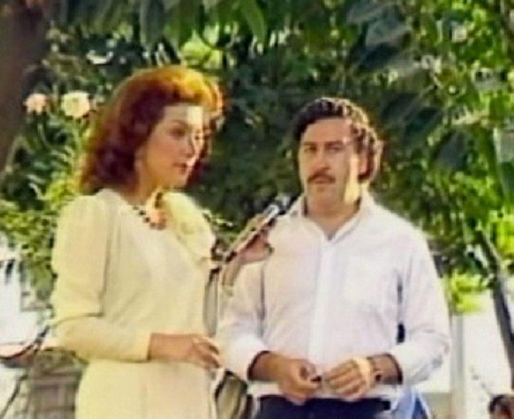 Virginia Vallejo con Pablo Escobar, durante una entrevista. La periodista estrella de Colombia le dio visibilidad al jefe del Cartel de Medellín en sus campañas políticas