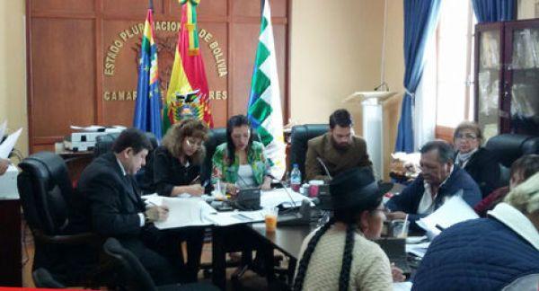 La Comisión Mixta de Justicia Plural de la Asamblea Legislativa Plurinacional durante la revisión de los documentos de los postulantes a Fiscal General. Foto: Ángel Guarachi