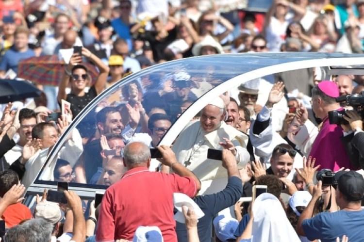 La llegada del Papa Francisco en el Foro Italico en Palermo(Prensa Vaticanavia REUTERS)