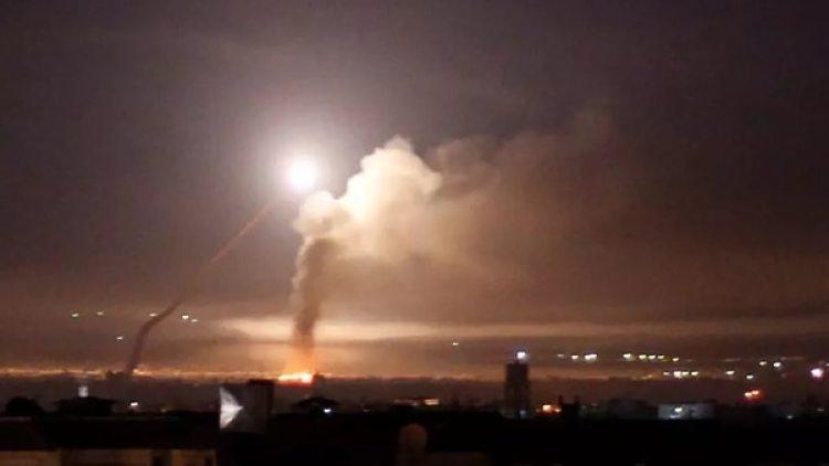 Un misil en el cielo de Damasco (Reuters)