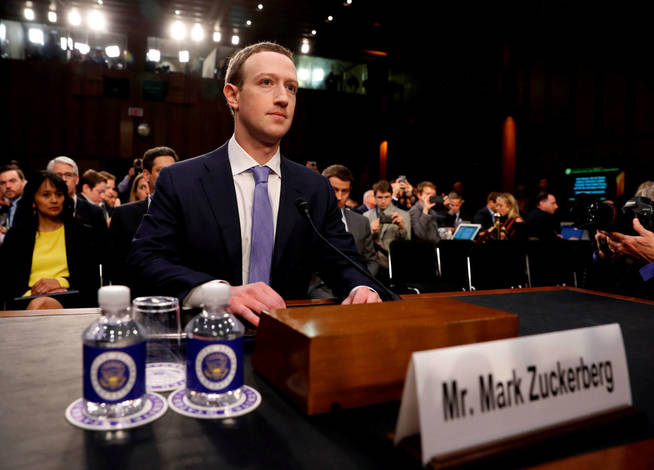 Marck Zuckerberg testifica ante el Senado de Estados Unidos (Reuters)