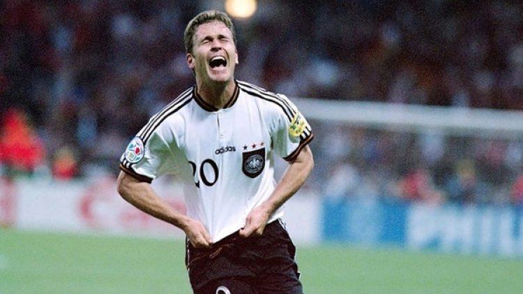 Oliver Bierhoff tuvo un padre de buena posición económica que lo alentó a ser futbolista.