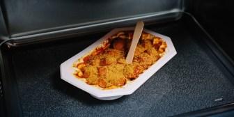 Calentar la comida en un táper conlleva el riesgo de desarrollar obesidad, en especial para los varones