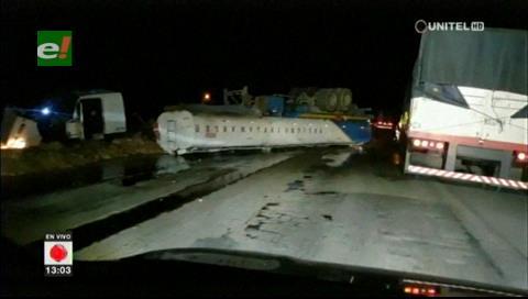 Camión cisterna volcó en Yapacaní