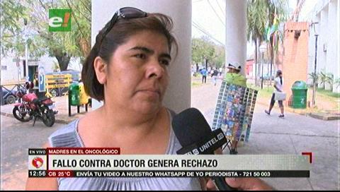 Madres de pacientes en el Oncológico rechazan la detención del doctor Roger Moreno