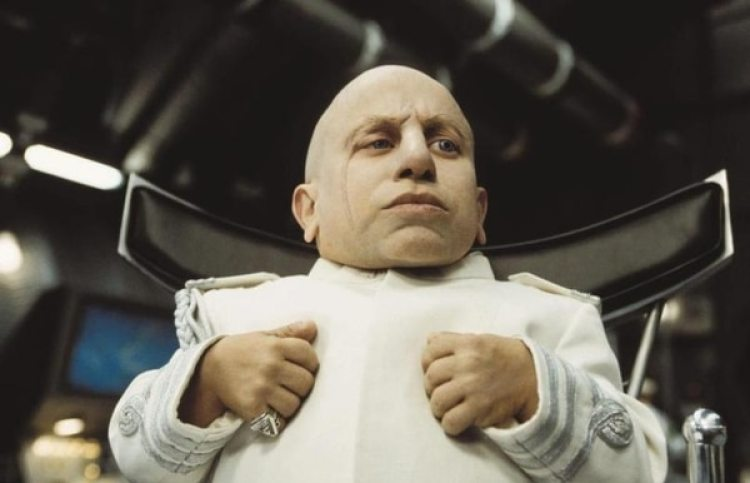 Verne Troyer en una escena de Austin Powers