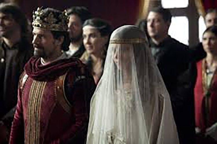 """El casamiento de Fernando e Isabel. Escena de la miniserie """"Isabel"""" de la Televisión Española (TVE)"""