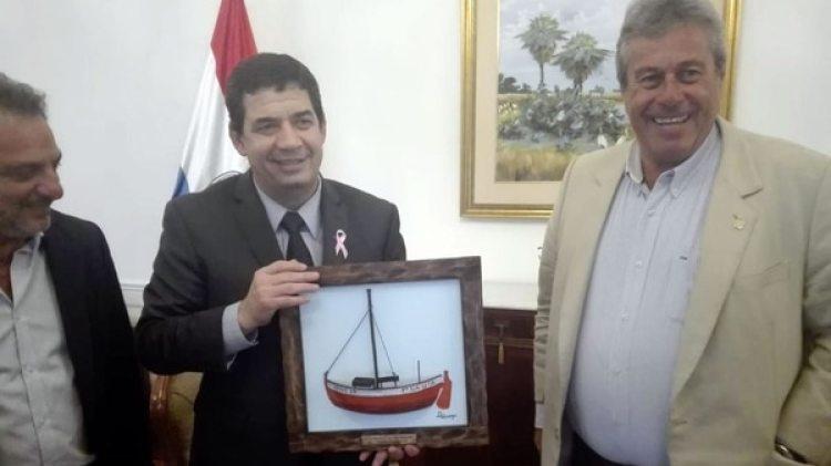 El vicepresidente paraguayo, Hugo Velázquez, junto a Enrique Antía, precandidato a presidente de Uruguay