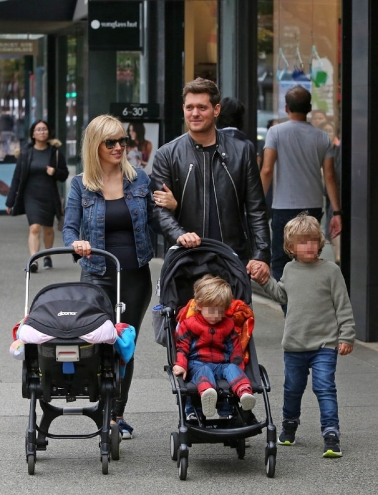 Michael Bublé junto a su esposa, Luisana Lopilato, y sus tres hijos (Photo © 2018 Backgrid/The Grosby GroupSpain)