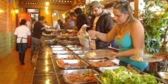 El 33,4% de la comida que consumen los bolivianos es fuera del hogar, según la FAO