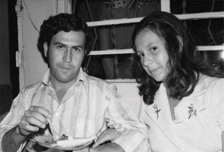 Ya dedicado a negocios ilegales conoció a quien sería su esposa, Maria Victoria Henao, 14 años menor.