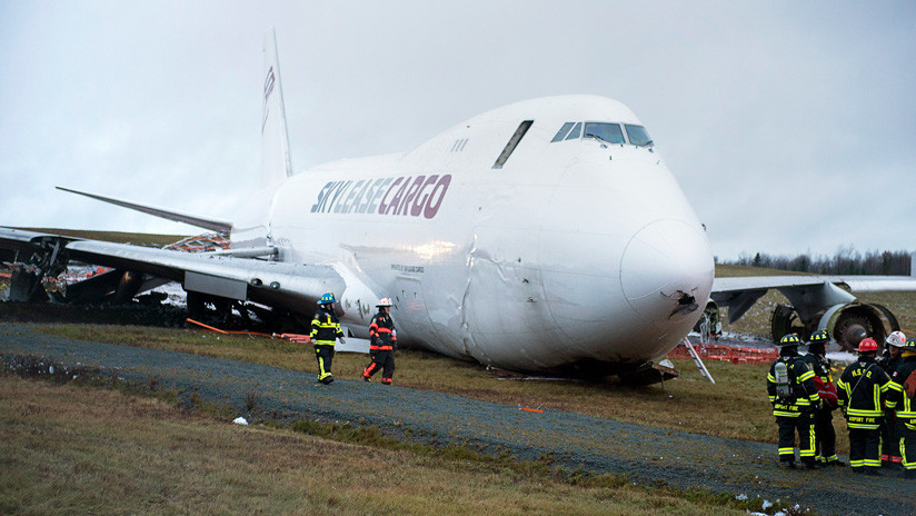 VIDEO: Un avión aterriza de panza en Canadá
