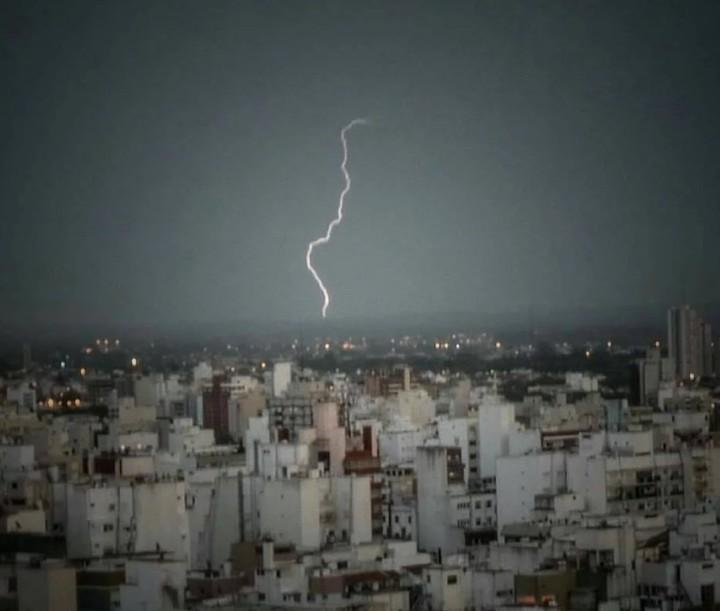 En Mar del Plata hubo momentos de tormenta eléctrica en la periferia de la ciiudad.