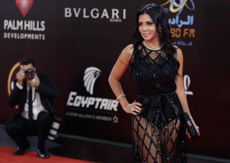Piden prisión para la actriz egipcia Rania Youssef por llevar transparencias