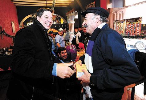 MarceloClaure (izq.) y Guido Loayza en un encuentro anterior en La Paz. Foto: Daniel Walker-Archivo