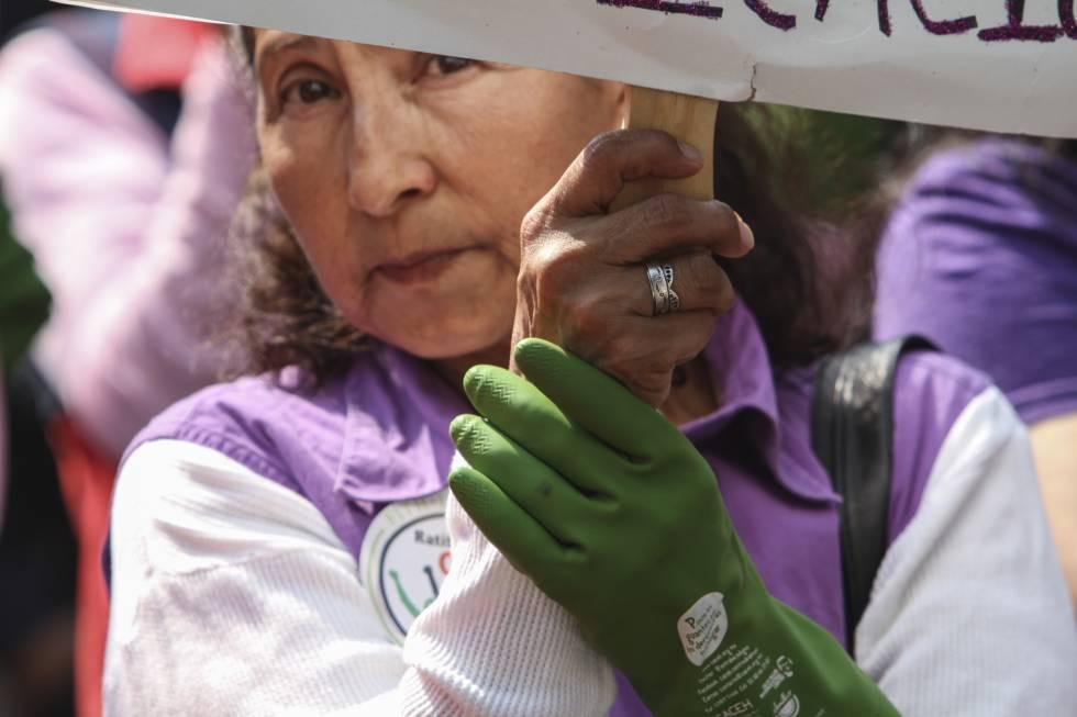 Una empleada doméstica en una manifestación en abril de 2015.