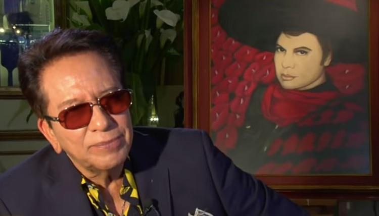 Jesús Salas fue la sombra de Juan Gabriel durante varias décadas. Inseparables, se convirtieron en familia (Foto: Captura TV Azteca)