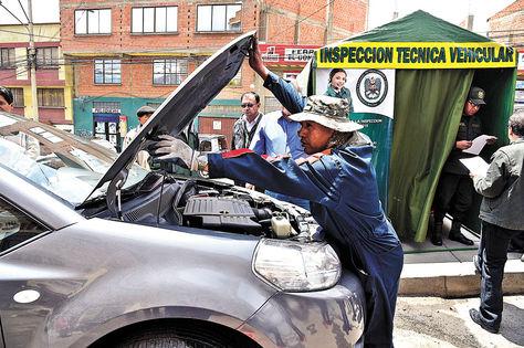 Procedimiento. Uno de los puntos para la Inspección Técnica Vehicular (ITV). Foto: Pedro Laguna