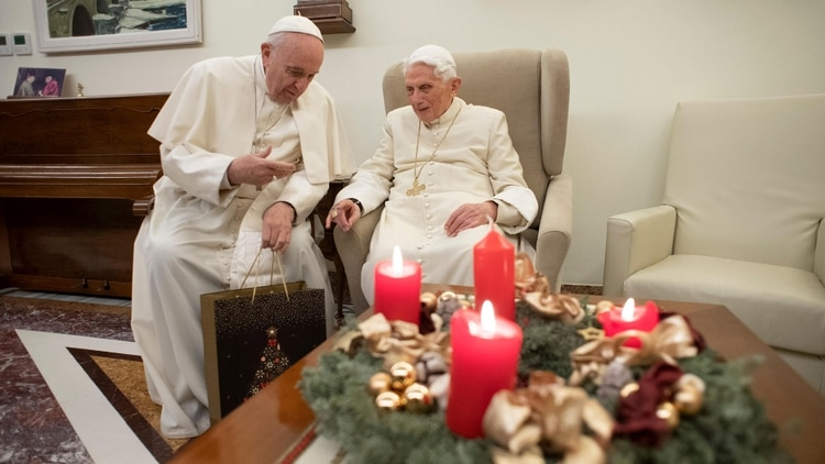 El Papa visitó a Benedicto XVI por Navidad 22.12.2018