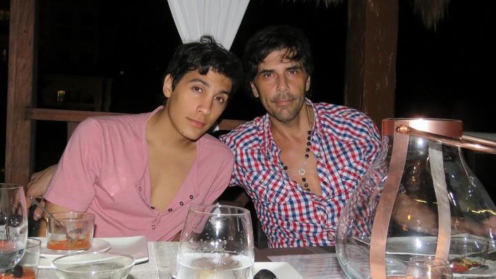 El hijo de Juan Darthés se volvió a Argentina para pasar las fiestas con su mamá.