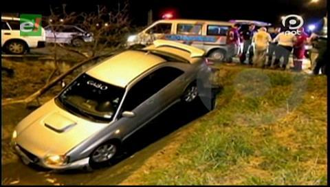 Vehículo cae a un canal de drenaje y deja un herido