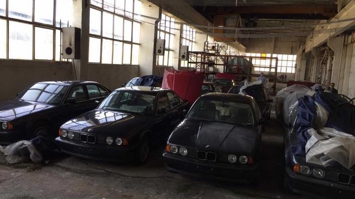 A fleet of BMW 5 Series models 0 km, 1994, were found in Bulgaria. (Photos: Facebook, via Autoclub)