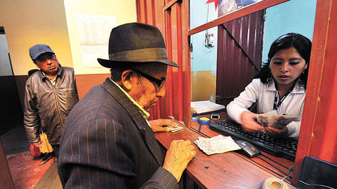 Morales ve necesaria jubilación obligatoria por ley para generar empleos