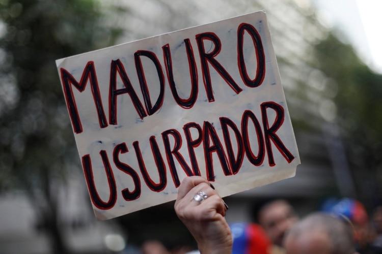 Miles de personas salieron a las calles el miércoles para protestar contra Maduro (Reuters)