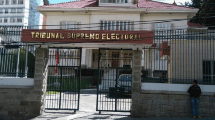 Policías votan con normalidad en centros de elección