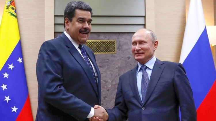 El presidente de Venezuela Nicolás Maduro junto a su par ruso, Vladimir Putin (REUTERS/Maxim Shemetov)