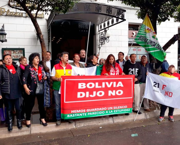 ACTIVISTAS DEL 21F DESPUÉS DE LA REUNIÓN CON EL COMISIONADO PAOLO ABRAO.