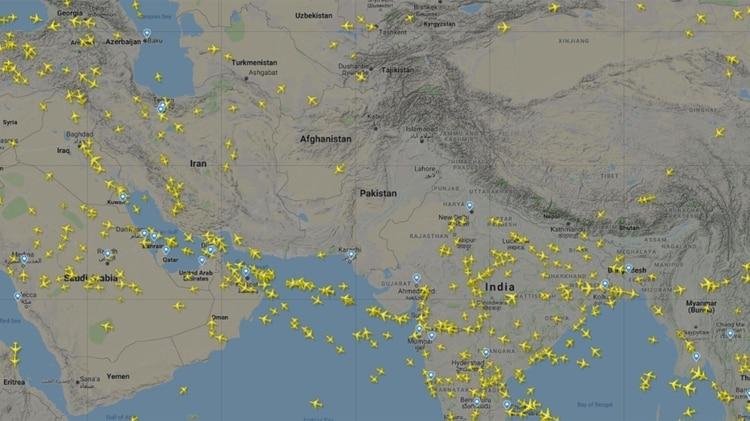Así se ve el espacio aérea paquistaní poco después del cierre de su espacio aéreo (Flightradar24)