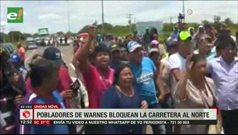 Pobladores de Warnes bloquean la carretera al Norte