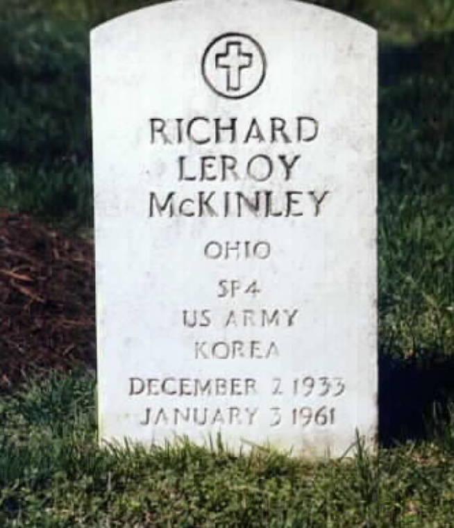 La tumba de Richard Leroy McKinley.