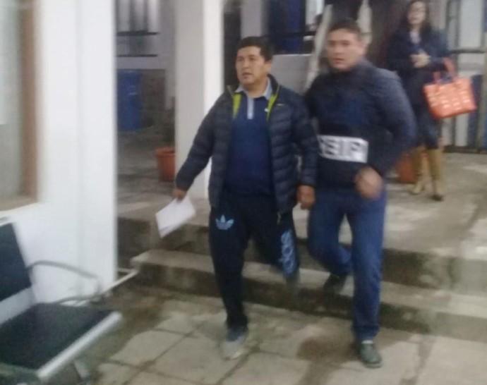 El director de la Agencia Estatal de Vivienda en Chuquisaca, Irineo Condori, en la Fiscalía. FOTO: Policía